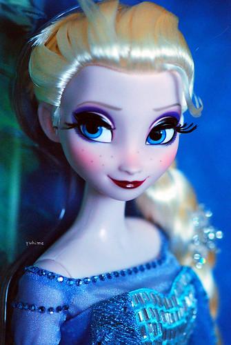 Disney Store Exclusive Elsa