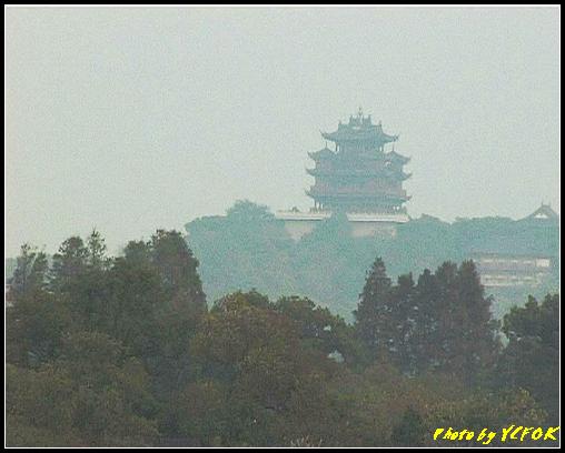 杭州 西湖 (其他景點) - 284 (在西湖十景之 蘇堤 看西湖上的小瀛洲及吳山天風上的城隍閣)