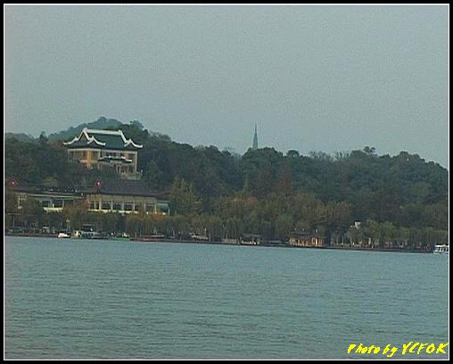 杭州 西湖 (其他景點) - 275 (在西湖十景之 蘇堤 看杭州地標 保淑塔及孤山的樓外樓菜館)