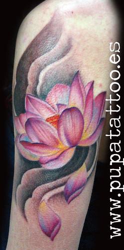 Tatuaje flor de loto Pupa Tattoo, Granada by Marzia PUPA Tattoo