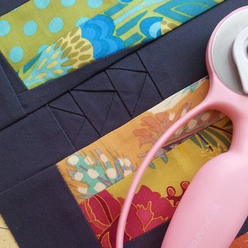 A bit of shadow piecing.  #tinypiecing #miniquilt #freepieced #konacharcoal #konacotton #aurifil #annamariahorner