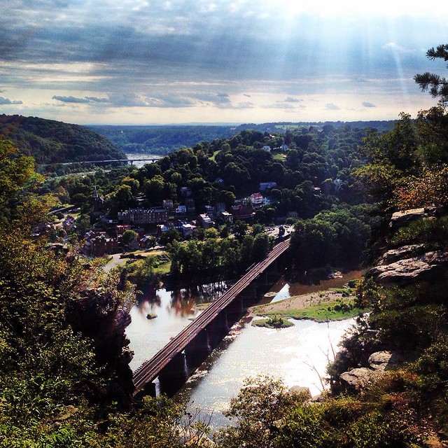 Trekking and trailing up the Maryland Heights trail with @gettman_ and @egettman31. #harpersferry #wv #trail #hiking #trek #overlook