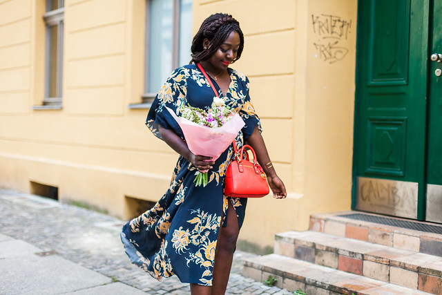 lois-floral-62  fashion week street style