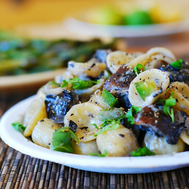 Quick pasta with portobello mushrooms and green bell peppers