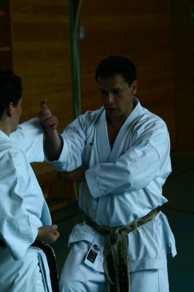 Peter konzentriert bei der Demonstration der Kata Gojushiho-Dai