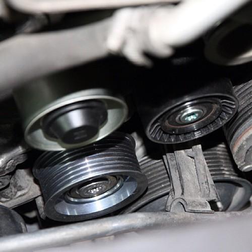 宝马x6发动机皮带轮