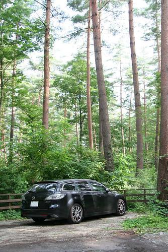 絵本美術館&コテージ『森のおうち』駐車場でのMazda6 Wagon