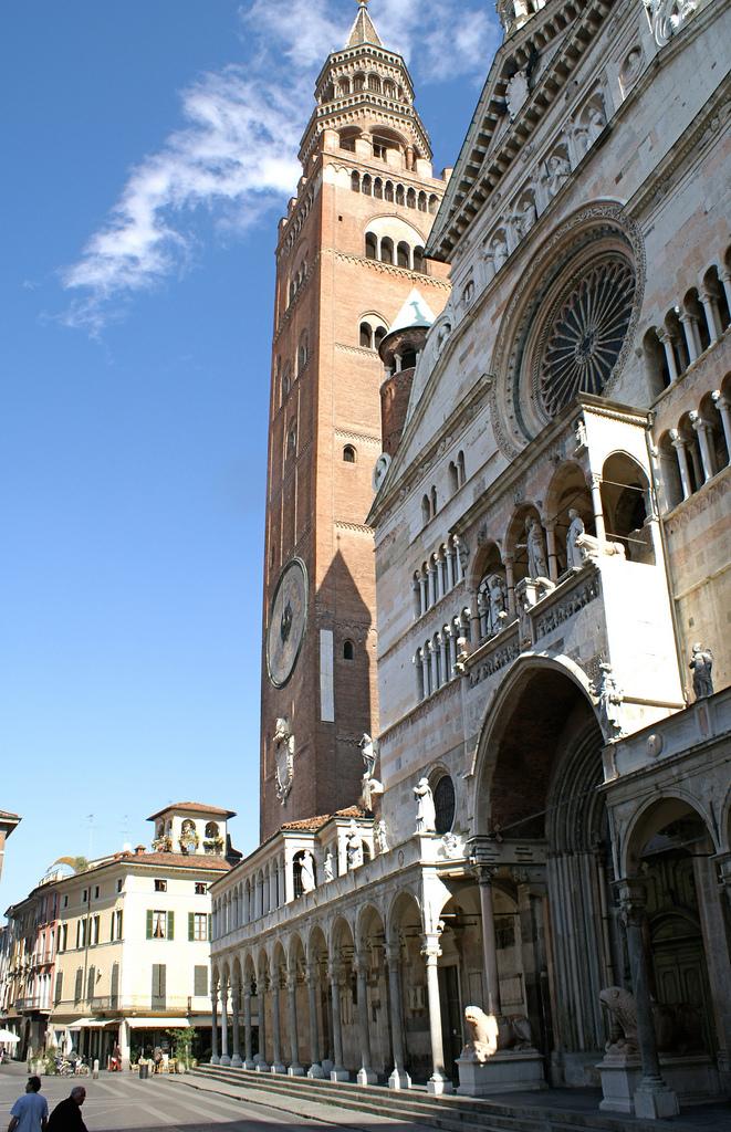 17. Bellísima Cremona. Autor, Hellebardius