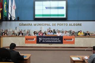 Mesa solene composta por autoridades e parlamentares