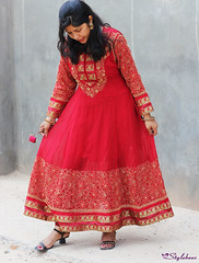 magenta(0.0), gown(0.0), abdomen(0.0), maroon(0.0), peach(0.0), trunk(0.0), sari(0.0), art(1.0), pattern(1.0), textile(1.0), clothing(1.0), red(1.0), sleeve(1.0), formal wear(1.0), fashion design(1.0), embroidery(1.0), design(1.0), pink(1.0), dress(1.0),