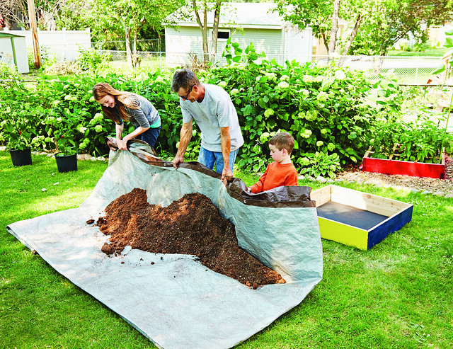 How to Build a Square Foot Garden Box With Kids! Follow these plans for beginners for a fun DIY gardening project you can do with your kids. These boxes are easy to build and will hold lots of vegetables! This is the perfect Spring and Summer activity to do with kids to teach them about gardening!