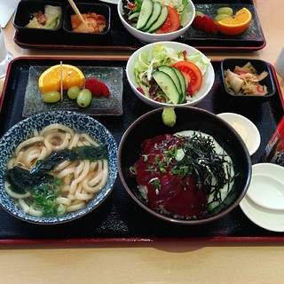 My half udon, half maguro yamakake don lunch set at Kiraku