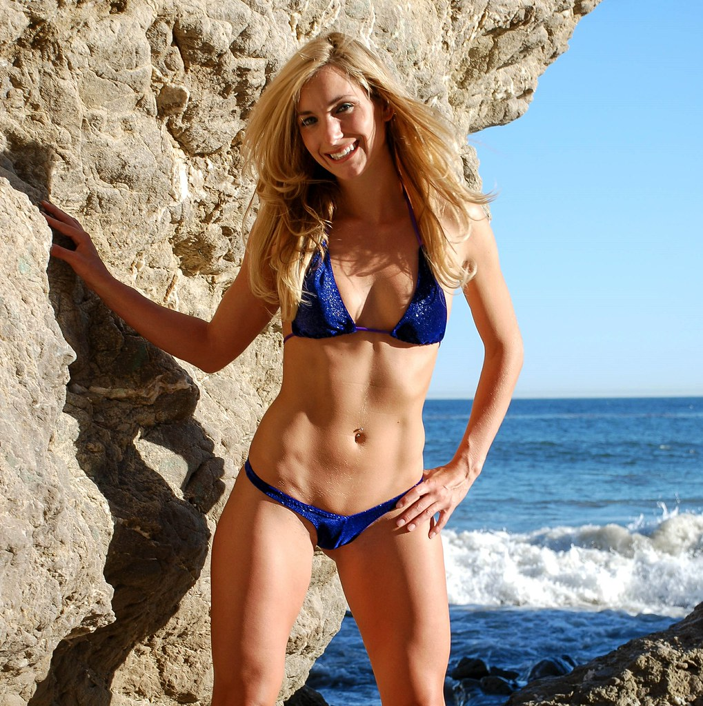 Beautiful Blue Eyed Blonde Swimsuit Bikini Fitness Model -8007
