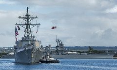 USS Paul Hamilton (DDG 60) passes by Battleship Missouri Memorial as it returns home, June 24. (U.S. Navy photo by Mass Communication Specialist 3rd Class Diana Quinlan)