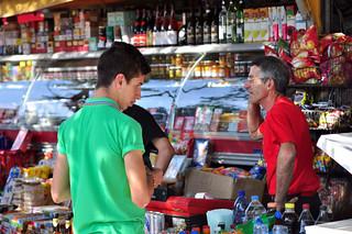 Gente local con sus negocios
