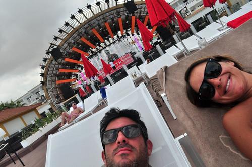 Relax junto al escenario Ushuaïa Ibiza, la #experiencia más completa de la isla - 9329299688 a5ed189513 - Ushuaïa Ibiza, la #experiencia más completa de la isla