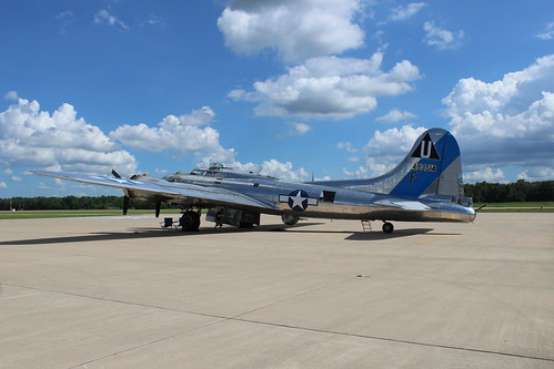 IMG_0615_B17_at_Dekalb_Airport