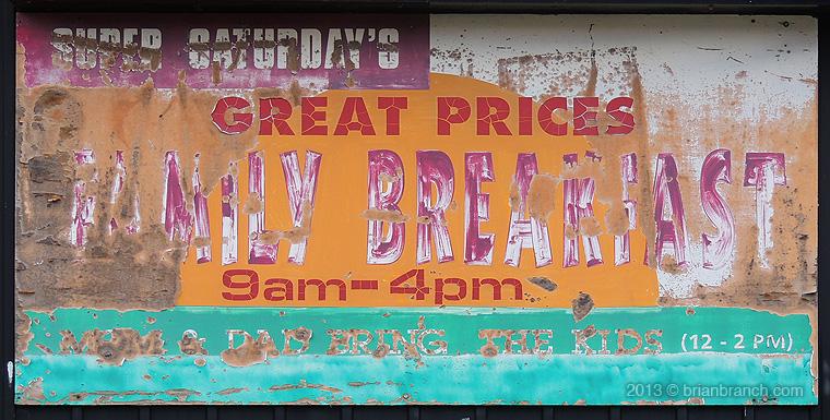DSCN3274_family_breakfast