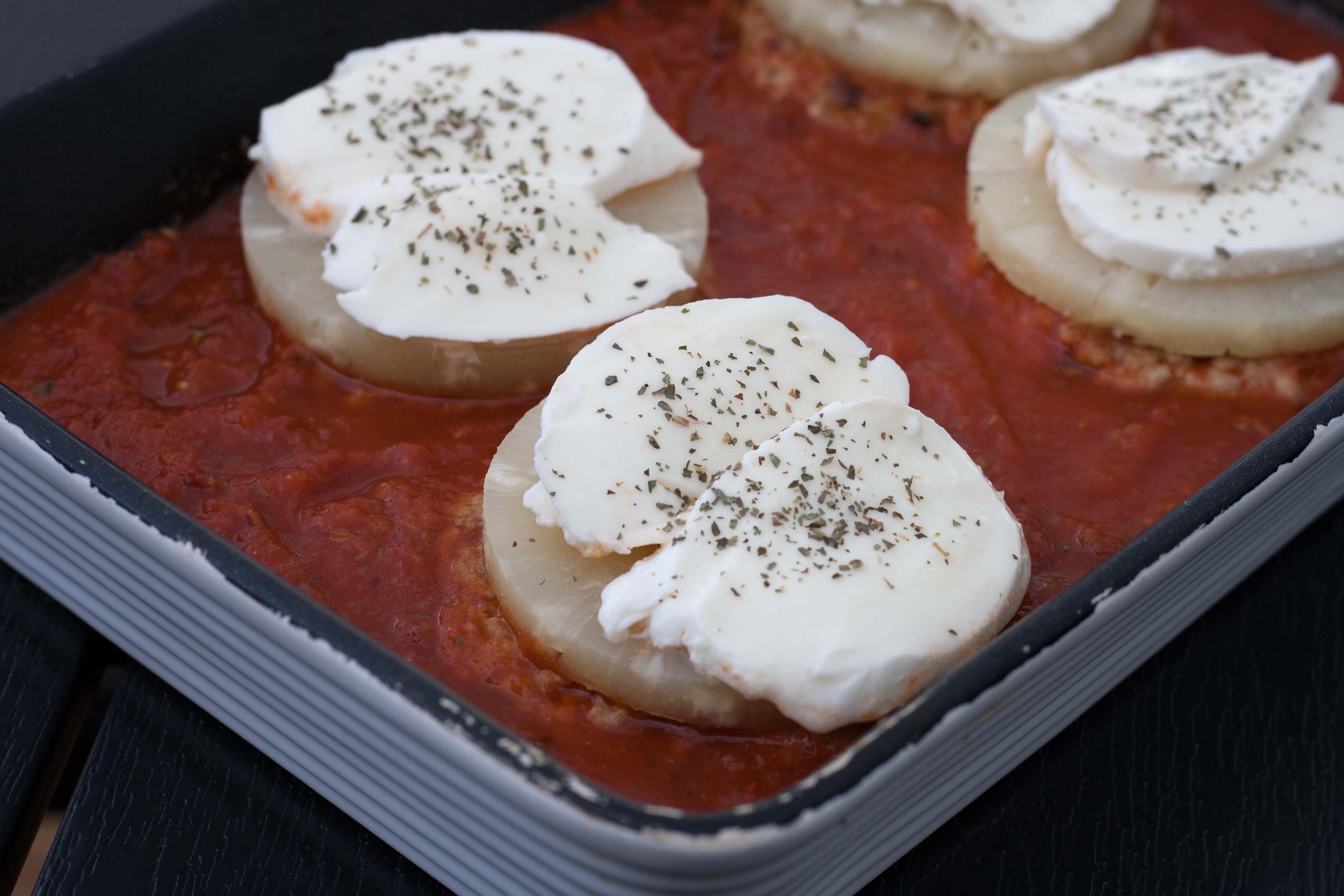 opskrift på hjemmelavede Hawaii bøffer  i en lækker tomatsauce, hakket svinekød