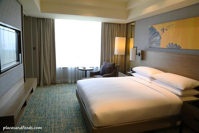 renaissance hotel johor bahru junior suite bedroom
