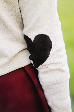 Asos Romwe grey heart elbow patches sweater, pink purple Natura scarf, burgundy Sfera skirt, burgundy Parfois bag, burgundy Primark boots, Bellast heart necklace, drawing dreaming blog, drawing dreaming outfit, Ester Durães, Portuguese fashion blogger