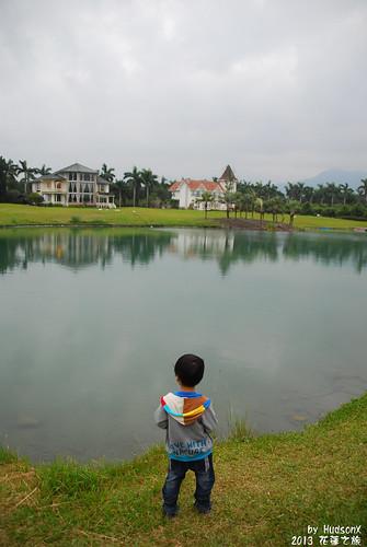 宇哥看著雲山水遠方別墅