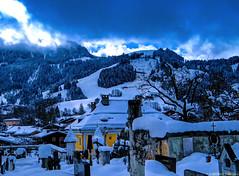 Kitzbühl, Tirol, im Hintergrund der Hahnenkamm (Streif)