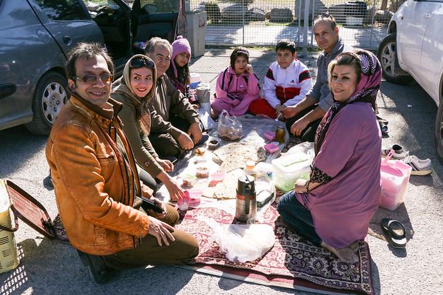 Iranian people enjoying picnic time, outside Persepolis, Iran ペルセポリスの外でピクニックをするイラン人たち