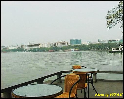 杭州 西湖 (其他景點) - 629 (古湧金門一帶 背景是湖濱路的湖畔及市區)