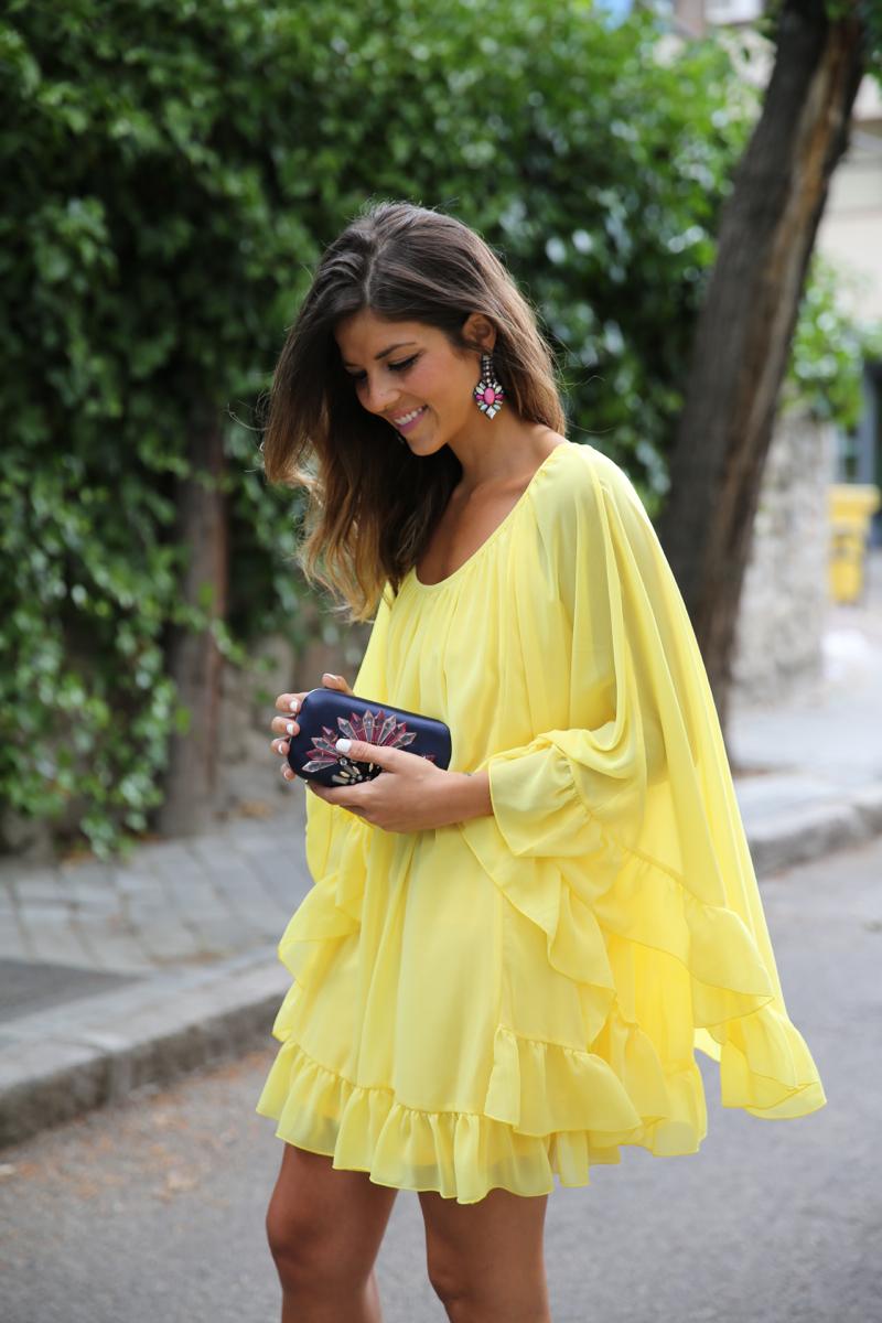 trendy_taste-look-outfit-street_style-ootd-blogger-blog-fashion_spain-moda_españa-yellow_dress-vestido_amarillo-boda-wedding-evento-clutch_pedreria-mas34-sandalias_azules-blue_sandals-1