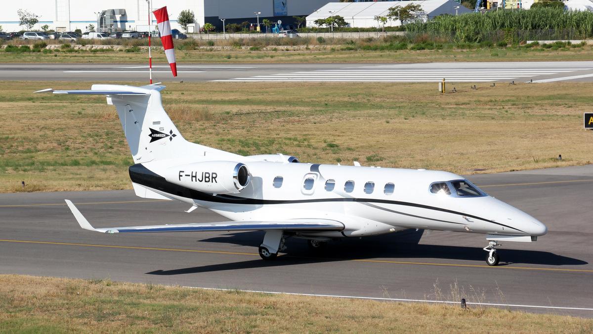 Aéroport de Cannes-Mandelieu [LFMD-CEQ] Juillet 2015   19827424850_3c79591e41_o