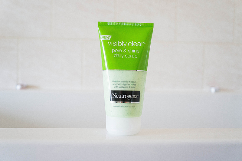 Neutrogena Visibly Clear Pore & Shine Daily Scrub | www.latenightnonsense.com