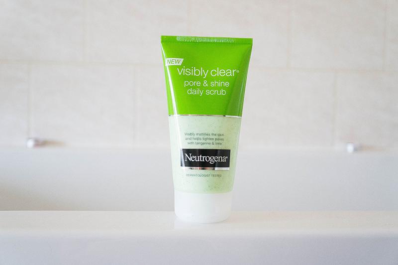 Neutrogena Visibly Clear Pore & Shine Daily Scrub | www.latenightnonsense.com