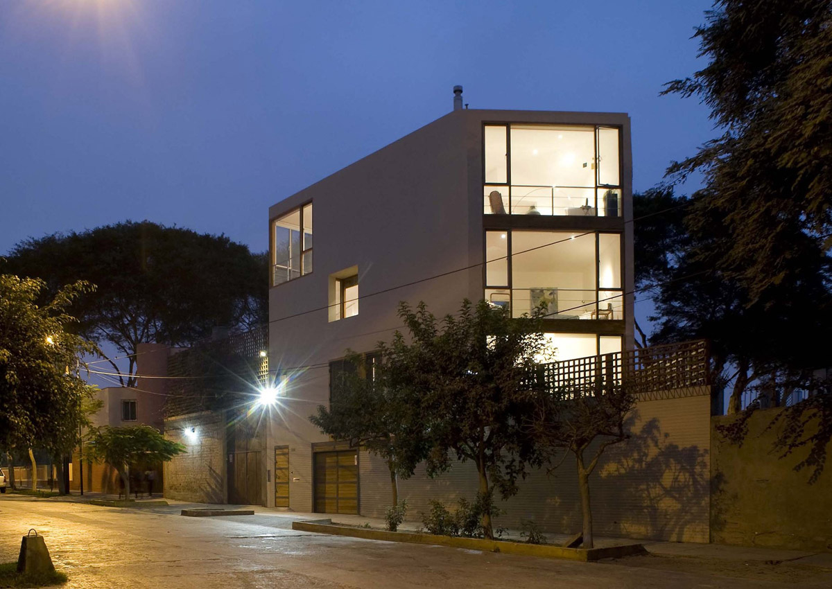 Malecon Castilla House  design by David Mutal Arquitectos