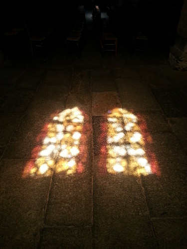 Light through cathedral windows Rennes. by despod