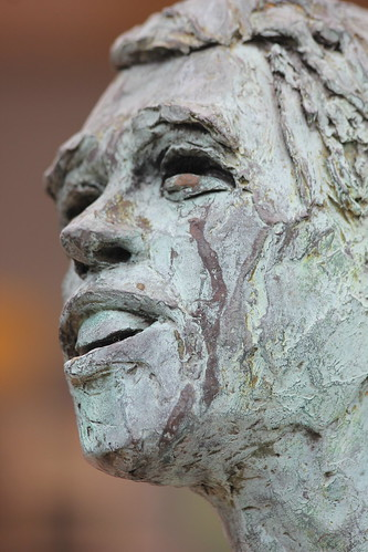 Statue of Jacques Brel in Saint-Amand-Montrond