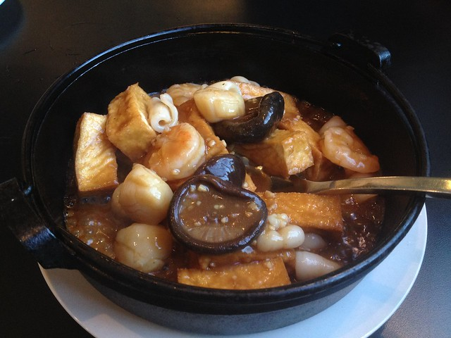 Seafood combination clay pot - Makli Chinese Cuisine