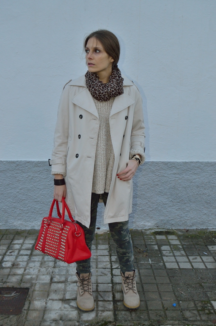lara-vazquez-madlula-blog-red-bag-old-boots-trench