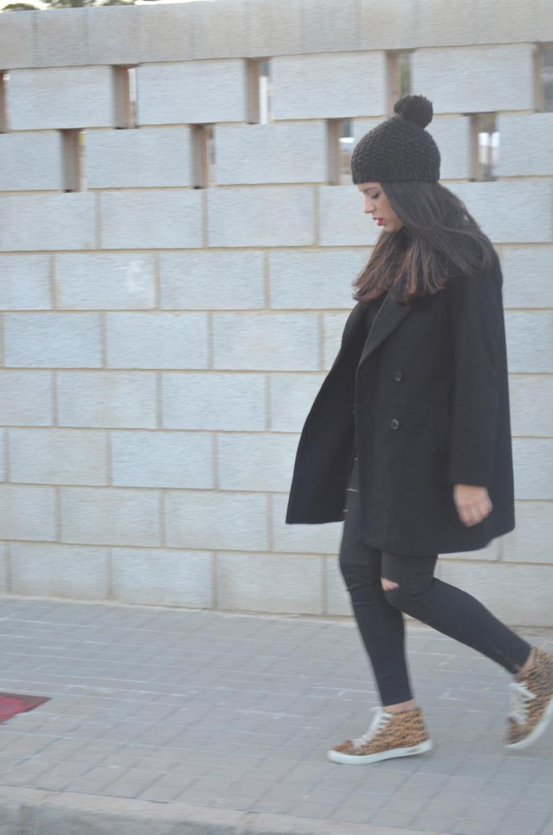 florencia blog total black look red boz bag print sneakers (5)