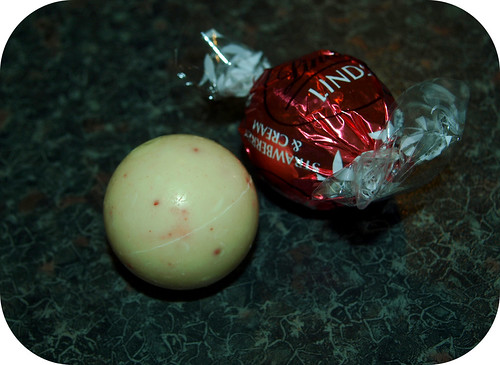 Lindt Lindor Strawberries & Cream