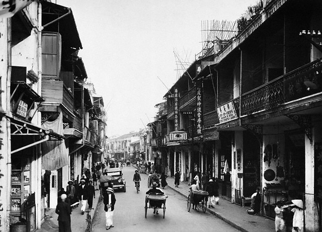 Tonkin, Haiphong: General view of main street