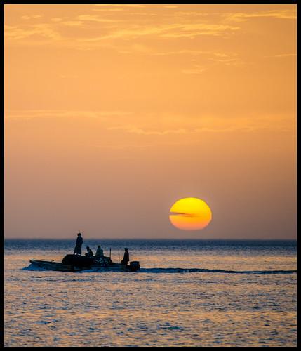 ocean sun sol sunrise fishing barco uae indianocean amanecer fishingboat pesca fujairah oceano pesquero arabes emiratos dadnah
