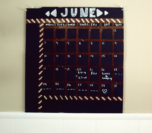 DIY chalk board calendar