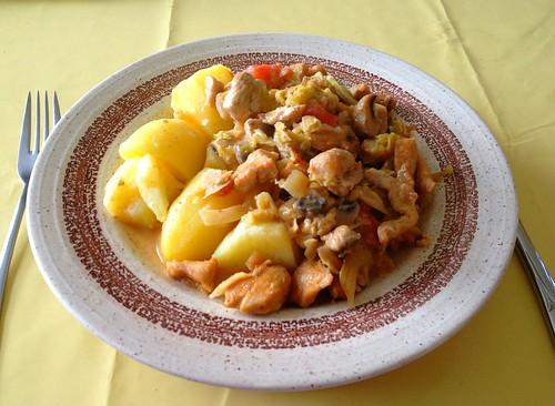 Hähnchen-Wirsing-Topf mit Salzkartoffeln / Chicken savoy stew with potatoes