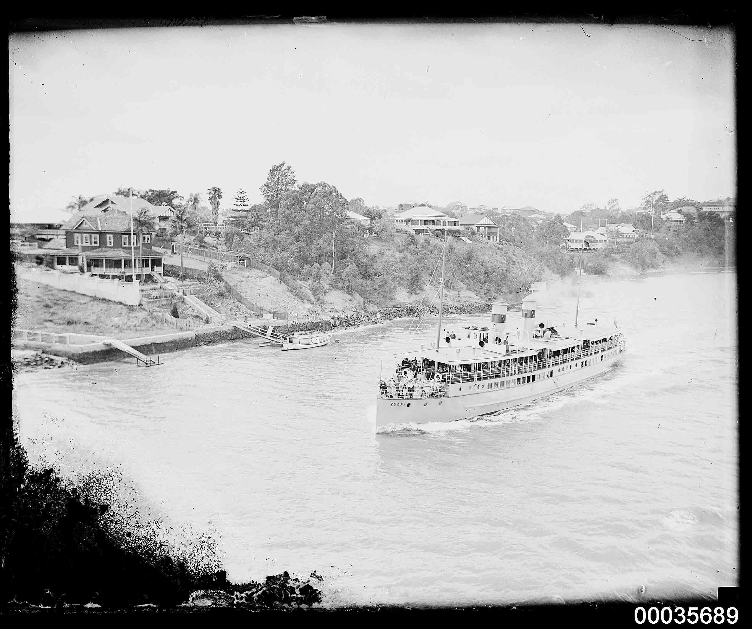 Passenger vessel KOOPA underway on the Brisbane River