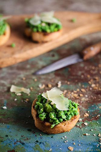Crostini With Peas, Mint and Parmesan