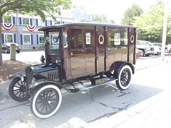 ford model t(0.0), automobile(1.0), wheel(1.0), vehicle(1.0), ford model tt(1.0), vintage car(1.0), land vehicle(1.0), luxury vehicle(1.0),