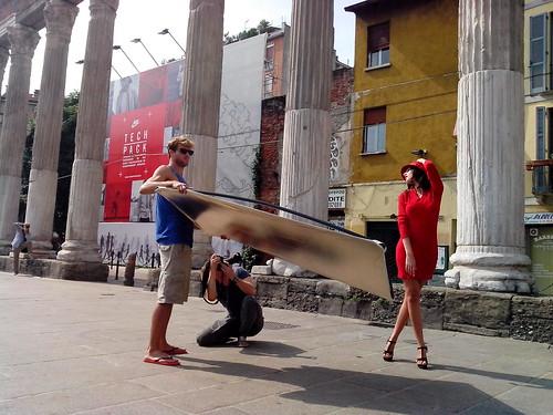 Fotografando una modella by Ylbert Durishti