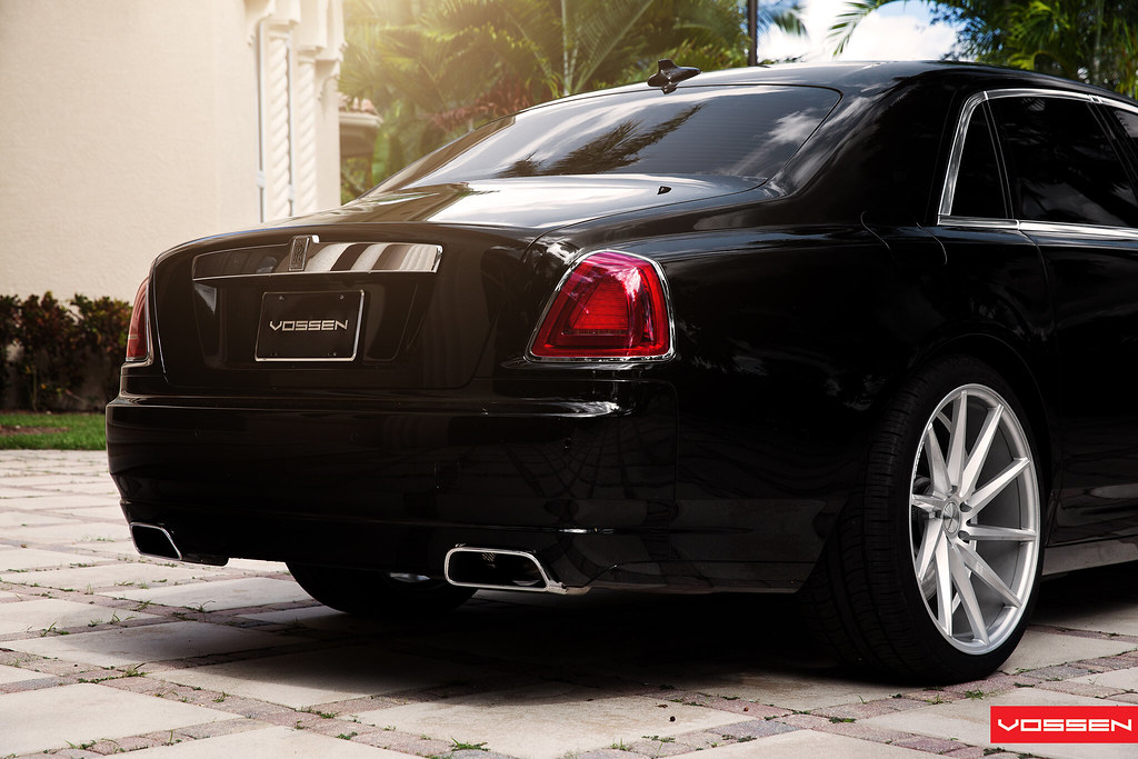 the ghost rolls royce on 22 inch vossen cv t 39 s. Black Bedroom Furniture Sets. Home Design Ideas