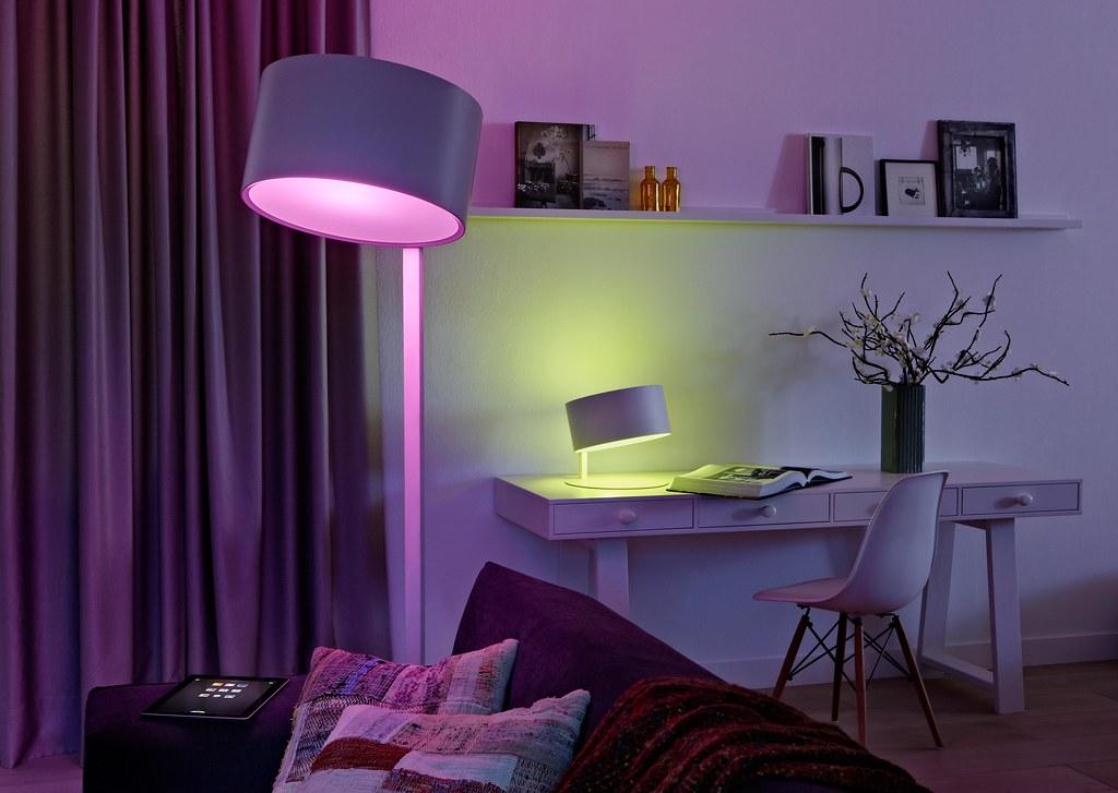 Philips Lampen Hue : Philips hue desk colour setting lester chan flickr